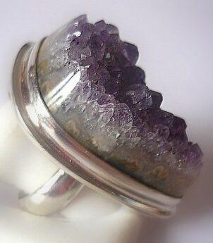 Серебряное кольцо с большим аметистом фото