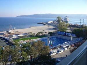 Бассейн с термальной водой болгария