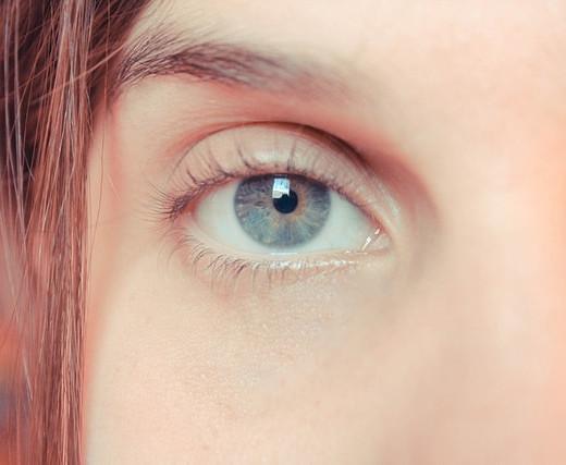 Светлые глаза без лимбального кольца